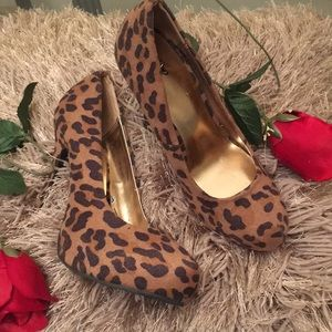 Shoes - WOMENS 👠 SHOES SIZE 7